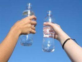 Cómo descongelar una botella de agua
