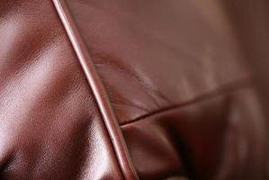 Cómo reparar cuero rasgado