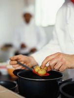 ¿Cuánto tiempo para hervir las patatas antes de hornear?