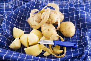 Cómo mantener las patatas peladas se convierta Negro
