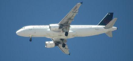 ¿Cuáles son las tres clases de servicio de las compañías aéreas?