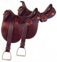 Cómo montar un caballo en una silla de montar australiana