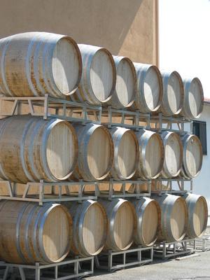 Cómo desinfectar los barriles de vino del roble