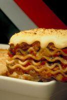 ¿Cómo se puede cocinar una lasaña en una bandeja para asar?