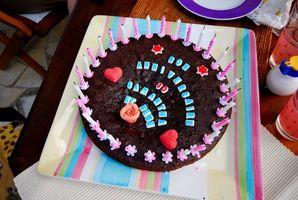 Ideas fáciles de azúcar que adorna para una torta redonda