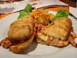 Cómo hacer un sándwich de pollo parmesano