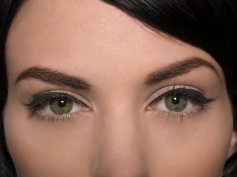Las reacciones alérgicas a la ceja de la cera