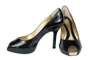 Cómo limpiar los zapatos de charol Negro