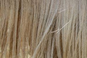 Cómo utilizar la alheña para corregir el cabello poroso