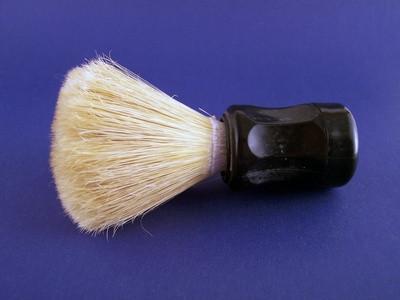 Cómo reemplazar las cerdas de una brocha de afeitar