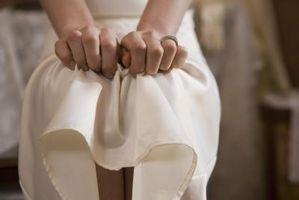 Cómo arreglar un vestido rasgado en el Trabajo