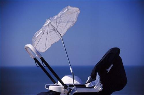 Cómo utilizar un cochecito del paraguas