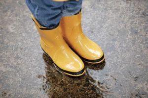 Cómo limpiar botas rascado encima de lluvia