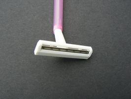 ¿Cómo deshacerse de la maquinilla de afeitar protuberancias debajo de las axilas