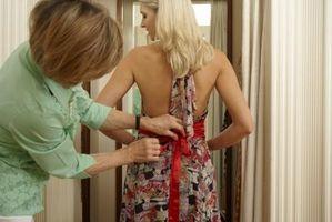 Cómo hacer un arco para el vestido de una muchacha