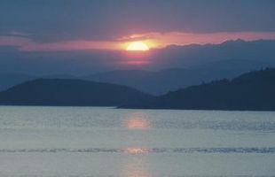 Cuáles son las diferencias entre los lagos y estanques?