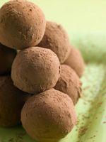 Cómo hacer sin hornear galletas de chocolate Oreo Bola