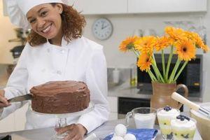 Cómo hacer un mono fuera de la pasta de azúcar para un pastel