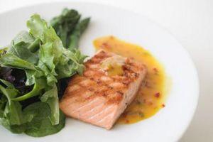 Cómo cocer al horno salmón en papel de estaño