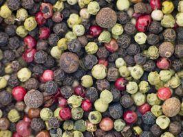 Cómo Moler los granos de pimienta Sin una amoladora
