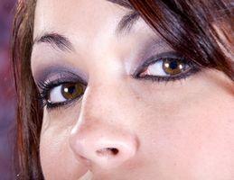 Cómo determinar la correcta aplicación de la sombra de ojo para su forma de ojo