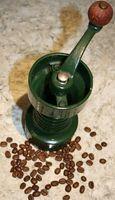 Cómo al horno granos tostados de café en una olla de hierro fundido
