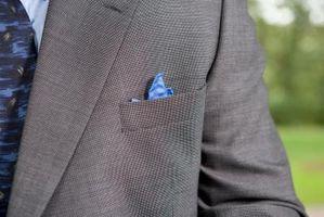 Cómo doblar un cuadrado de bolsillo de seda
