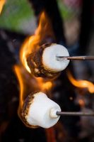 Cómo quemar azúcar para el pastel de ron de Jamaica