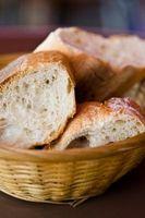 Cómo utilizar levadura activa fresco en una máquina de pan