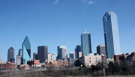 ¿Cuáles son algunas comparaciones entre este y el oeste de Texas?