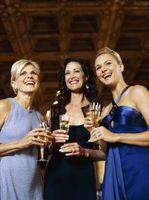 ¿Qué debe hacer una dama llevar a una boda formal en enero?