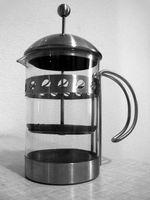 Cómo utilizar una prensa de café