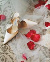 Cómo hacer adornos de calzado