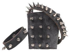 Cómo hacer las pulseras punkyes para los individuos