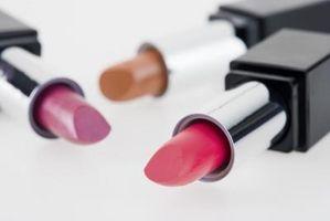 Cómo dar vuelta a su antigua barra de labios en el brillo de labios frescos