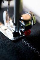 ¿Cómo enhebrar una máquina de coser de la modista brazo libre