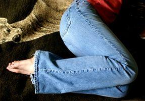 Cómo hacer más estrictos los pantalones vaqueros Levi
