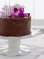 Cómo preparar la torta de flores comestibles para las decoraciones