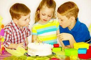 Cómo decorar tortas de cumpleaños con un tema del soldado de juguete