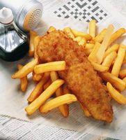 Patatas a Servir con pescado frito