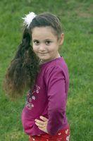Cómo enseñar a las niñas a cuidar para cabello largo