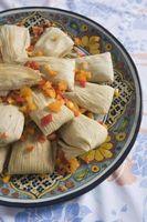 Cómo envolver una hoja de maíz para un Tamale