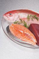 Cómo asar un pedazo grueso de pescado