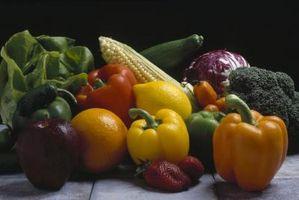 La creación de trabajo artesanal pájaros con Fruta y verdura