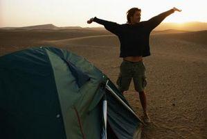 El vestir para el desierto que acampa