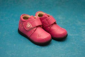 Tiendas que llevan zapatos estrechos para niños