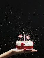 Cómo a las heladas un pastel de cumpleaños con la goma de la goma