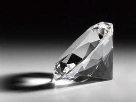 Cómo comparar los diamantes simulados vs. Los diamantes reales