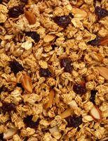 Cómo hacer crujiente, con sabor a fruta de Granola