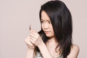 Cómo aplicar aceite de romero para cabello natural